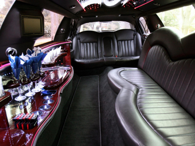 10 Passenger Stretch Limo Lincoln